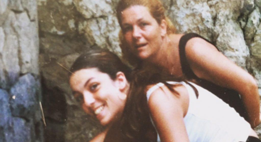 Yasmin herdenkt haar moeder: 'Moeder worden zonder moeder, het is verdomd zwaar'