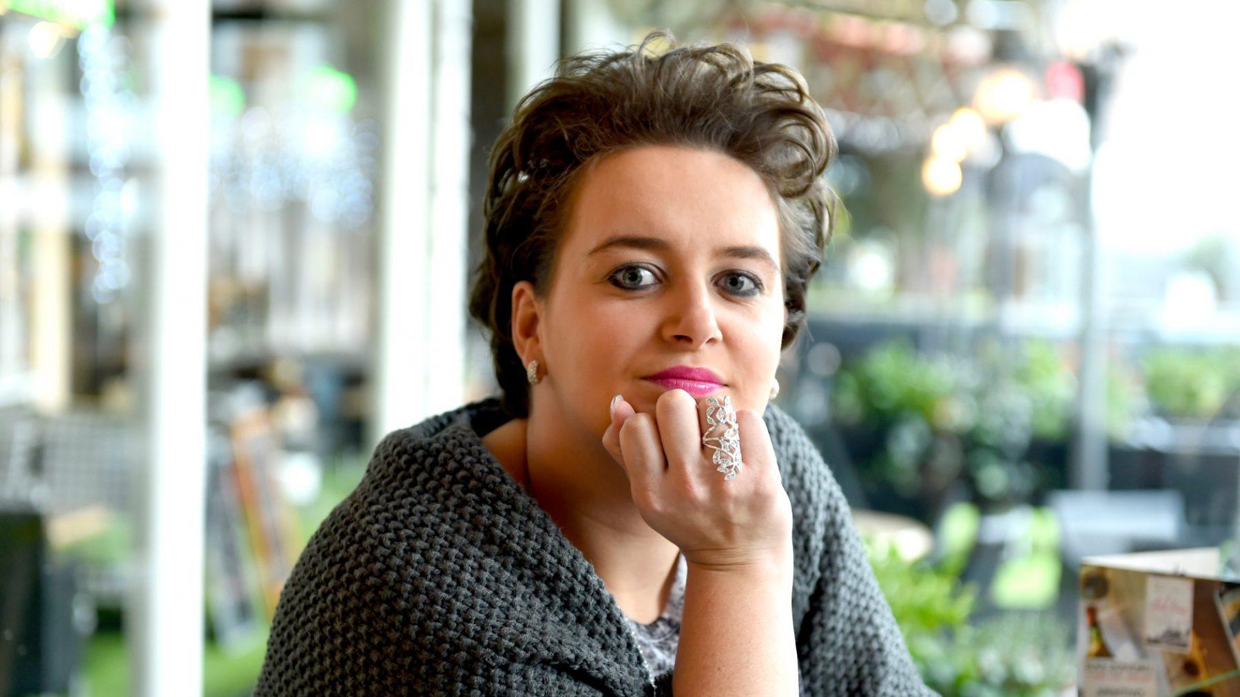 Virginia van Eck laat tatoeage met initialen van ex Peter Jan Rens verwijderen