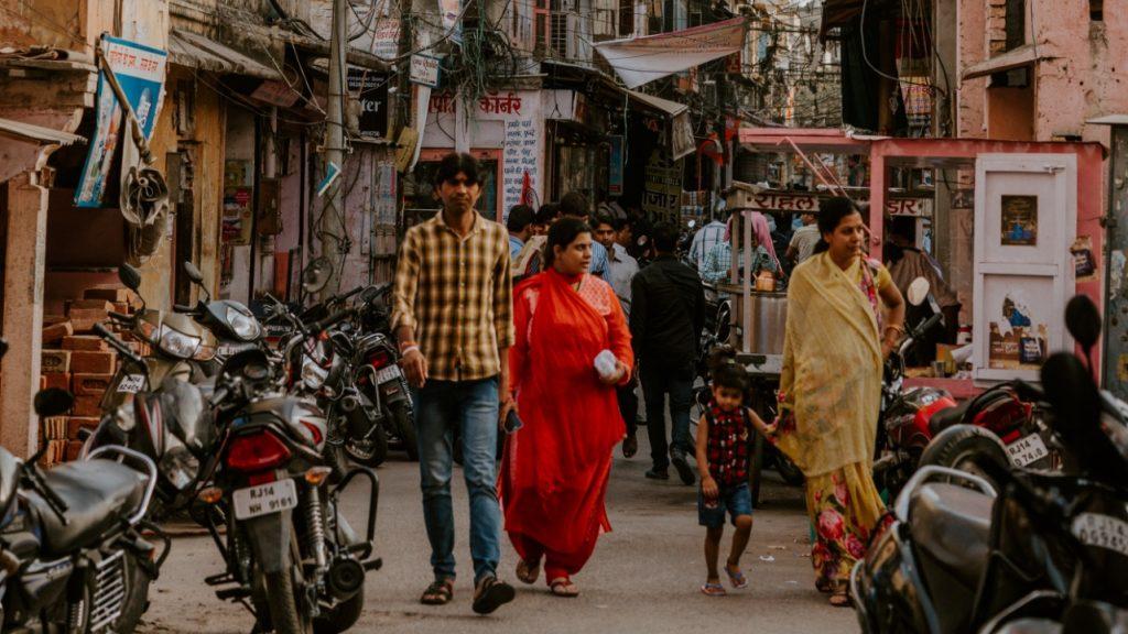 Tientallen mensen in India dood door illegaal gestookte alcohol