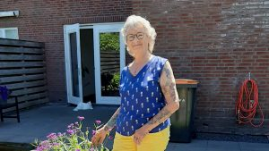 Diny Bogerd dol op tatoeages : 'Het loopt inmiddels de spuigaten uit' 2