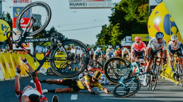 wielrenner Dylan Groenewegen reageert emotioneel op crash Jakobsen