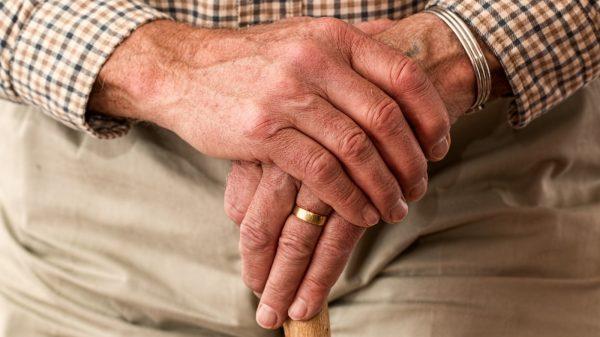 94 jarige man jan hoek schrijft brief ad jongeren hou vol corona