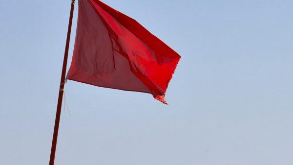 Rode vlag kust Den Haag