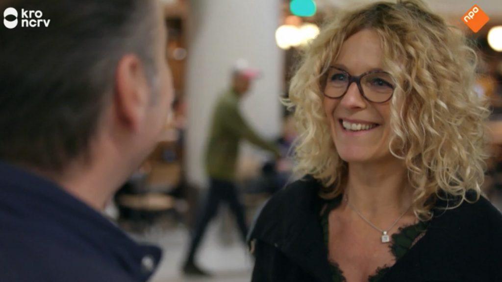 Deze mevrouw uit 'Hello Goodbye' wordt langzaam doof: 'Ik verlies een deel van mijn identiteit'