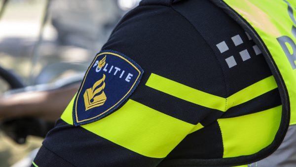 Man springt uit bosjes in Leiden en steekt 20-jarige vrouw meerdere malen