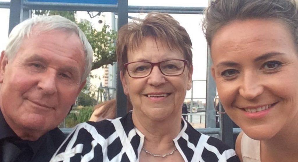 Marije herdenkt haar ouders Tineke en Calisto: 'Nooit vergeten, altijd in ons hart'