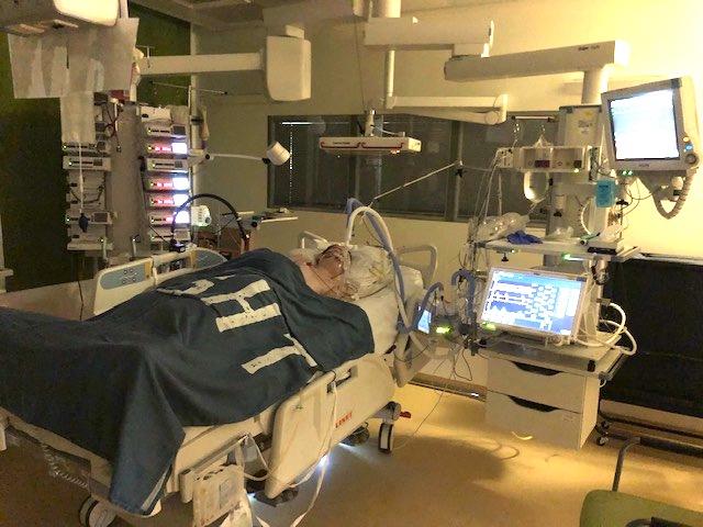 Julian in het ziekenhuis na Myelitis Transversa