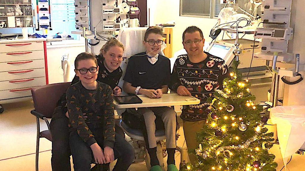 Gezin in ziekenhuis na verlamd door Myelitis Transversa