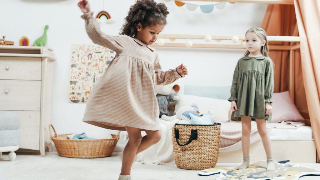 Freeze... Geen hammertime: 4-jarig meisje verrekt geen spier tijdens dansoptreden