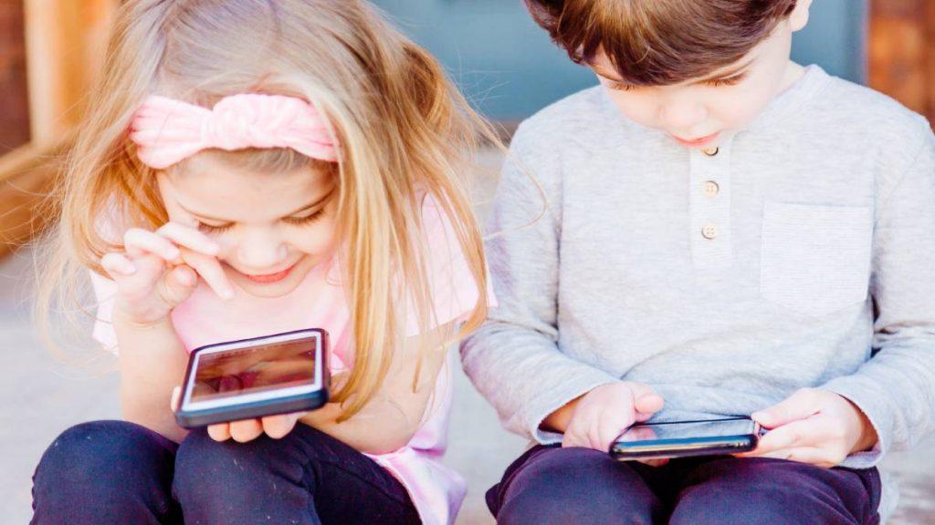 Doe mee aan onze enquête: hoe 'vrij' laat je je kind met TikTok?