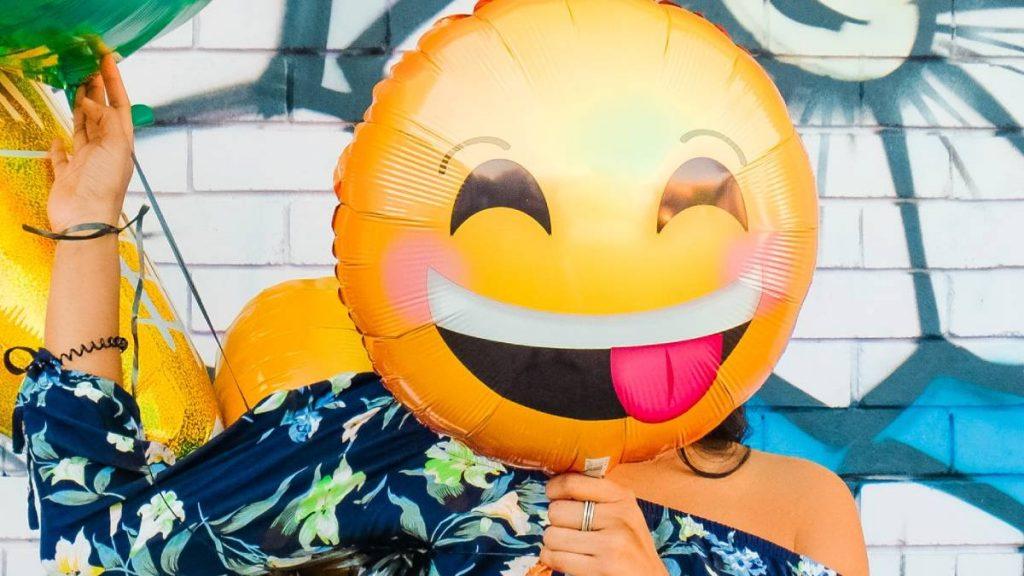 Snelcursus communiceren met jongeren: laat deze emoji maar links liggen