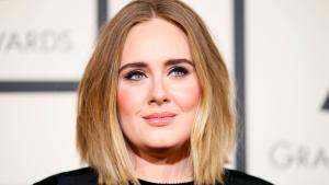 Thumbnail voor Volgers vinden dat Adele de plank misslaat met haar (tijdelijke) coupe