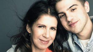 Thumbnail voor Isa Hoes over emoties zoon Merlijn bij schrijven over zijn vader: 'Hij kreeg een paniekaanval'