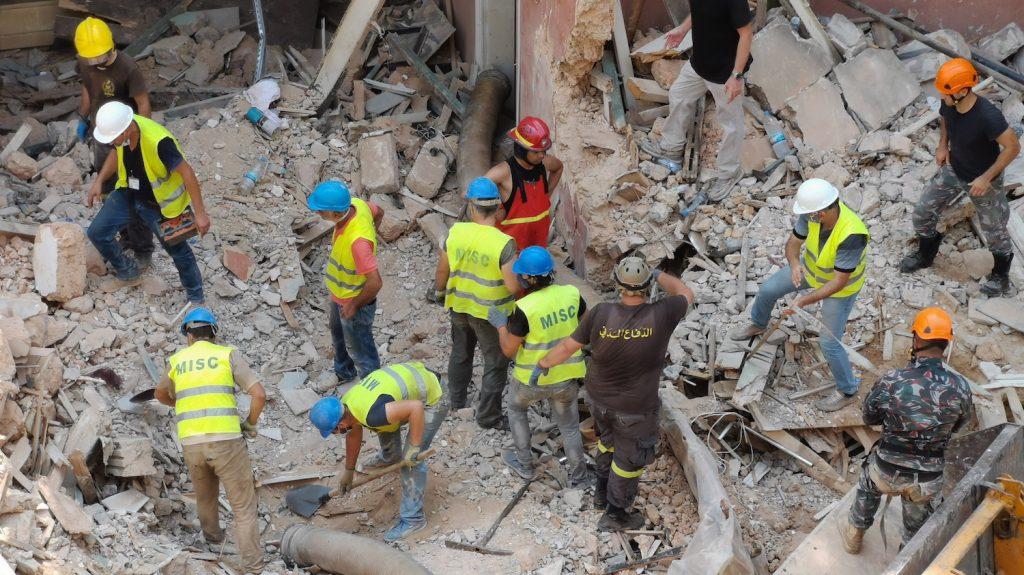 reddingswerkers beiroet geen teken van leven meer puin explosie doden