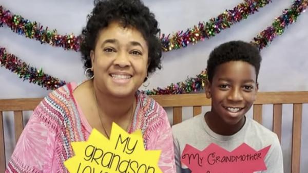 Elfjarige jongen brengt onwel geworden oma in auto naar huis