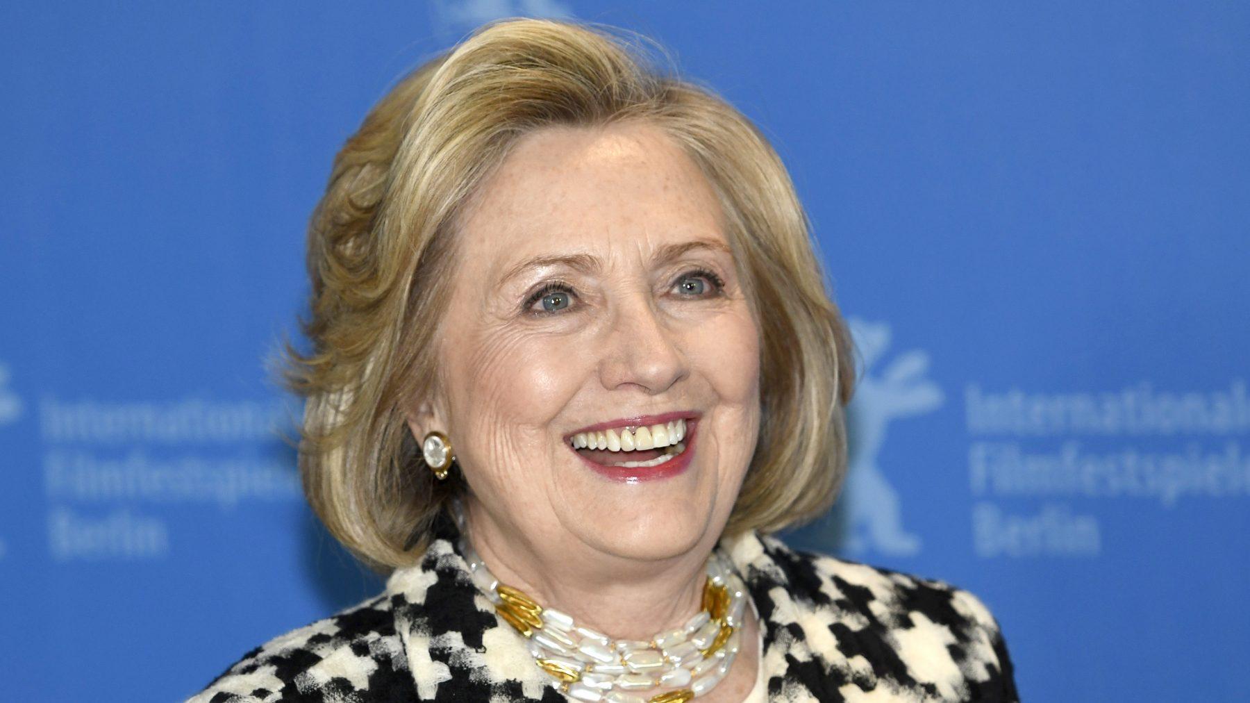 Hillary Clinton en Bill maken podcast
