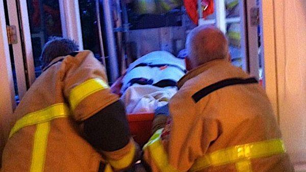 Linda werd bij haar bevalling uit het raam getakeld door de brandweer