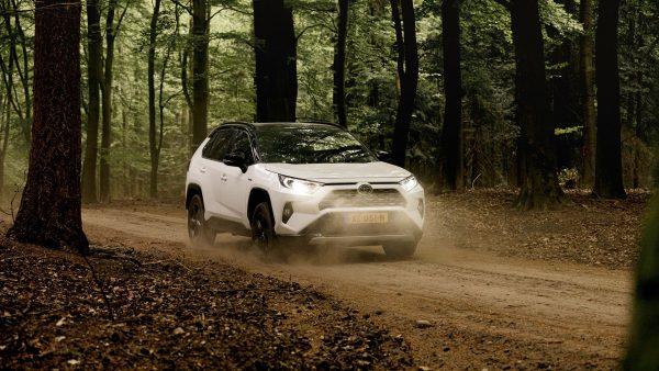 Voor veel mensen blijkt elektrisch rijden nog een stap te ver, hybride is dé oplossing