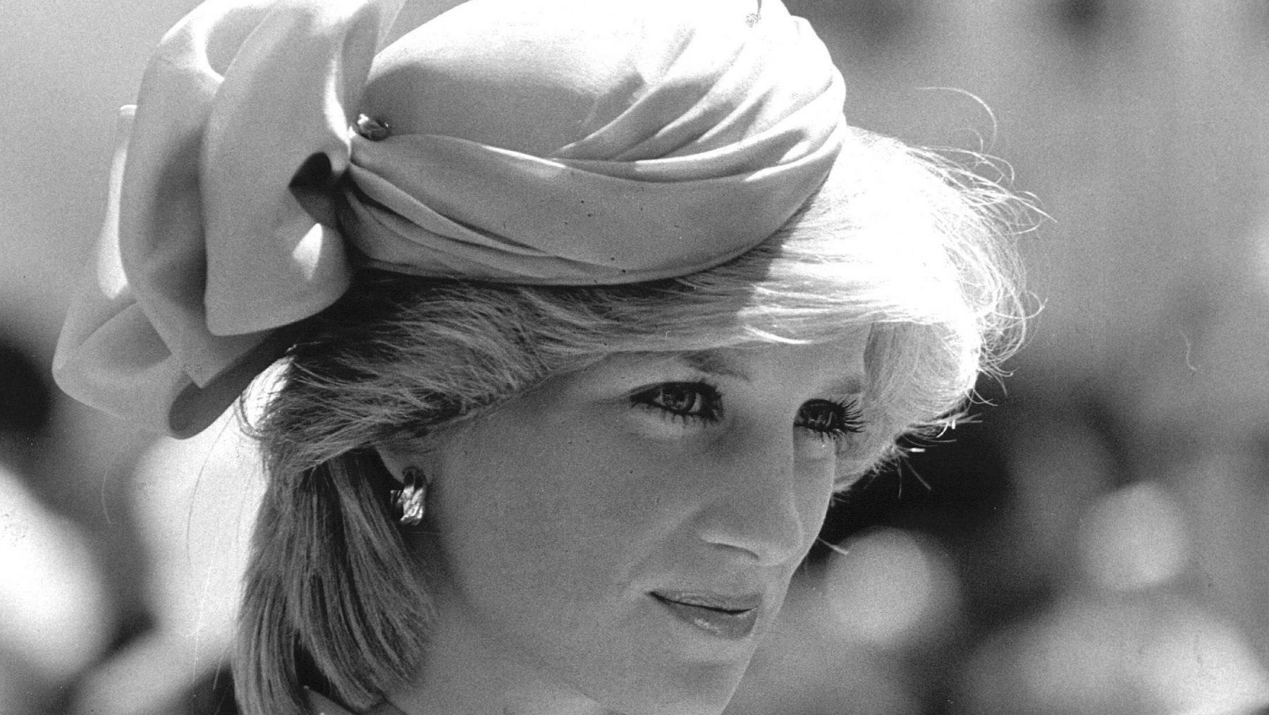 Broer van prinses Diana openhartig over scheiding ouders: 'Weinig liefde van onze moeder'