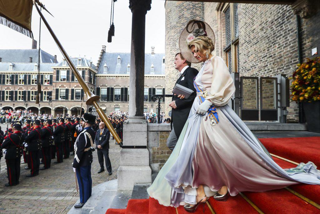 DEN HAAG - Koning Willem Alexander en koningin Maxima verlaten de Ridderzaal na het voorlezen van de troonrede. ANP ROYAL IMAGES PATRICK VAN KATWIJK