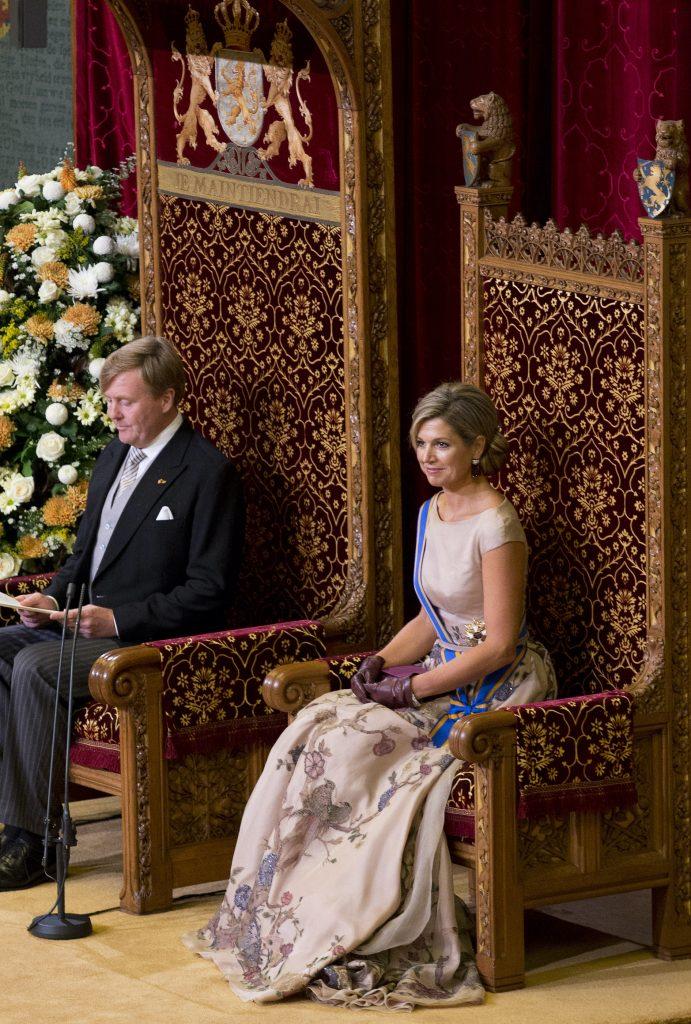 DEN HAAG - Koning Willem-Alexander leest, met aan zijn zijde koningin Maxima, de troonrede voor op Prinsjesdag aan leden van de Eerste en Tweede Kamer in de Ridderzaal. ANP POOL ROYAL IMAGES PETER DEJONG
