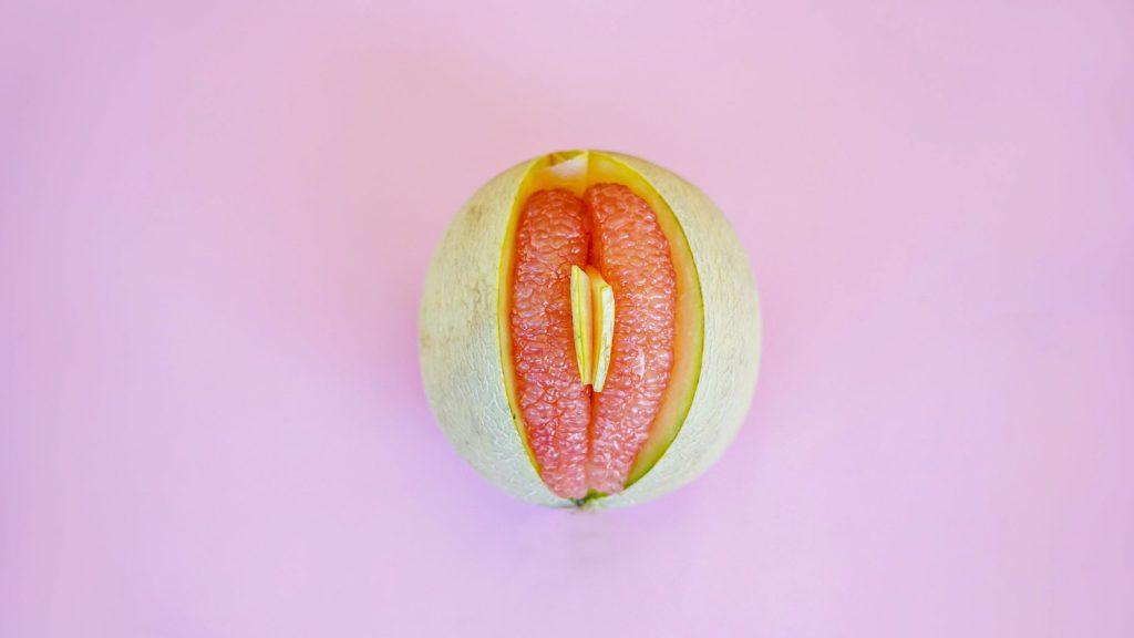 Je poes laat je naar buiten, je vagina niet: praten met je kind over haar geslachtsdeel