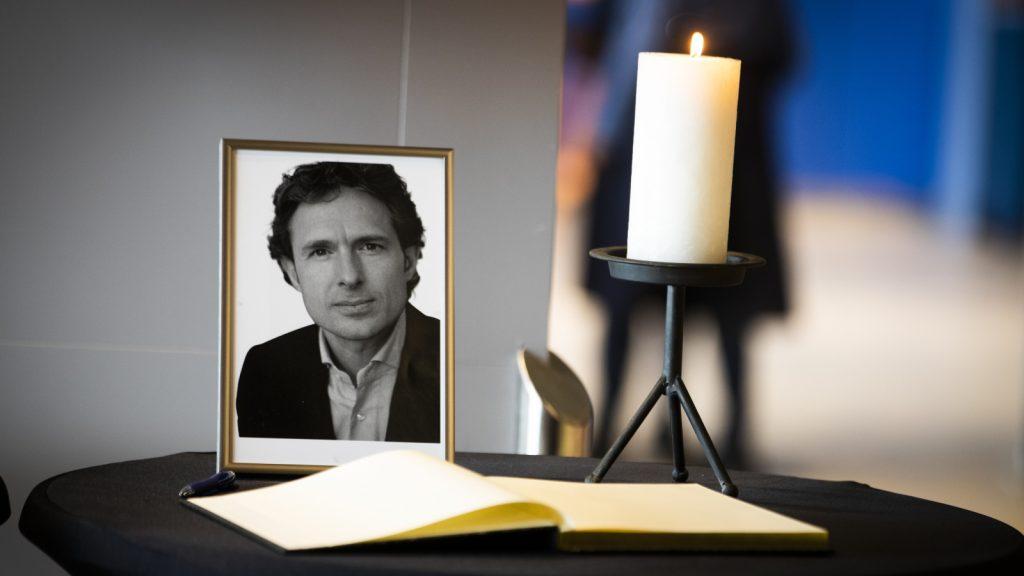 Een jaar na het overlijden van Derk Wiersum, staan zijn collega's (en meer) stil