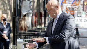 Minister Grapperhaus alsnog corona boete voor bruiloft