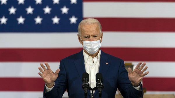Joe Biden steun weduwe McCain