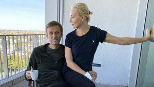 Navalny na vergiftiging uit ziekenhuis