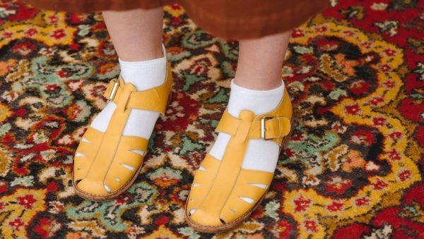 sok in sandalen mode trend hip sokken