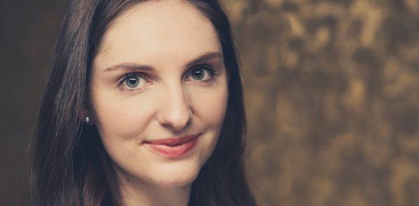 Charlotte (26) heeft langdurige coronaklachten: 'Ik revalideer al maanden'