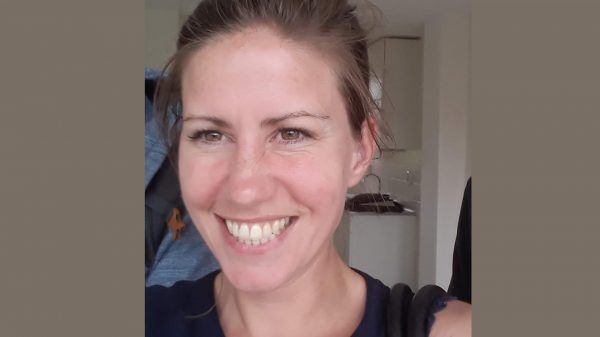 Ex-dakloze Stephanie-Joy Eerhart (34) over bedelen: 'Geef eten of drinken in plaats van geld'
