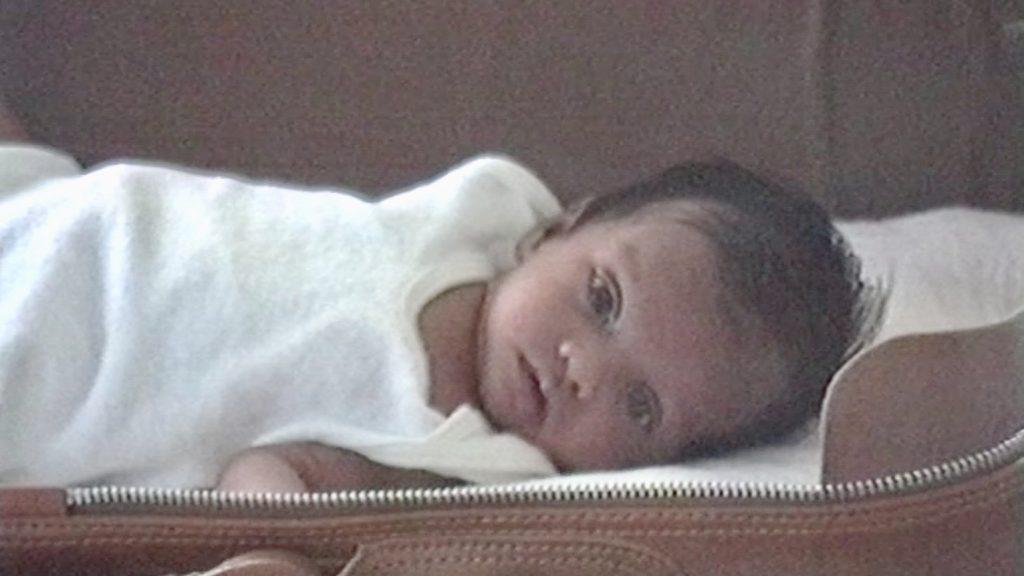 Dilani Butink bij haar adoptie in Sri Lanka