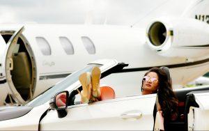 Influencers poseren in privéjet-studio: 'Het is bizar dat alles wat je ziet nep kan zijn'