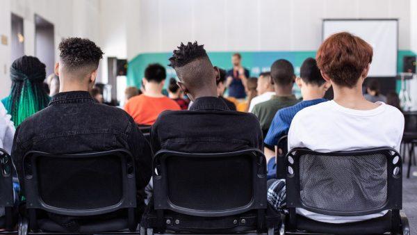 Kantinejuf school vloeken boete Pexels klas