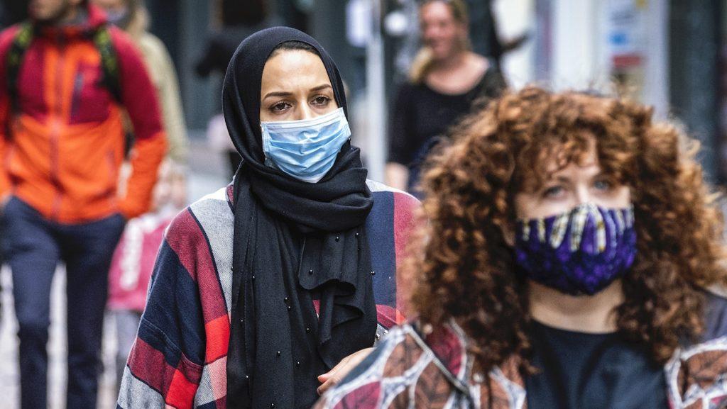 Rutte: dringend advies in heel Nederland om mondkapjes te dragen in publieke ruimtes