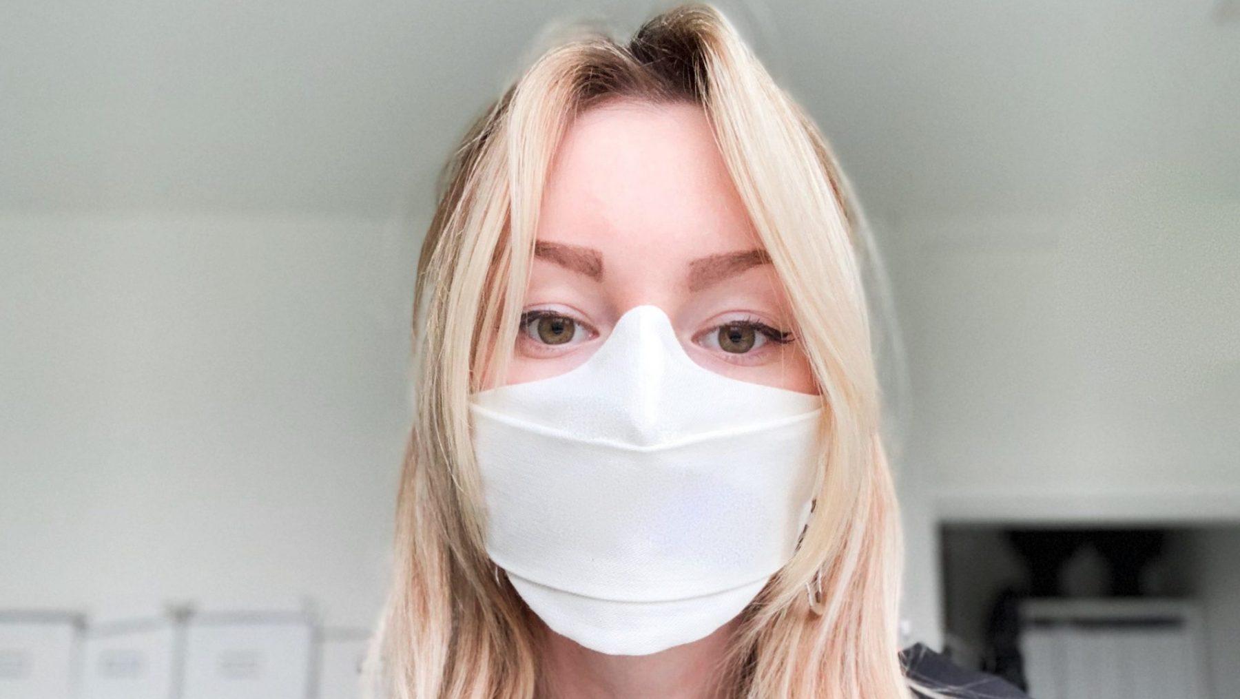 Modeontwerper Danya (26) maakt mondkapjes van afgekeurde tampons