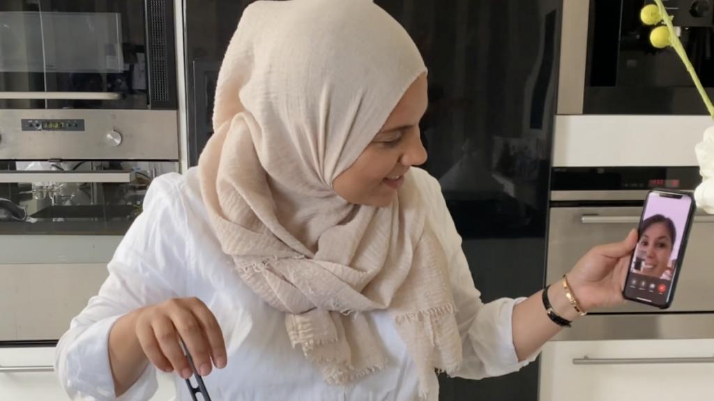 The Healthy Sisters maken tomatensoep met een gebroken arm én (on)bekend gezicht