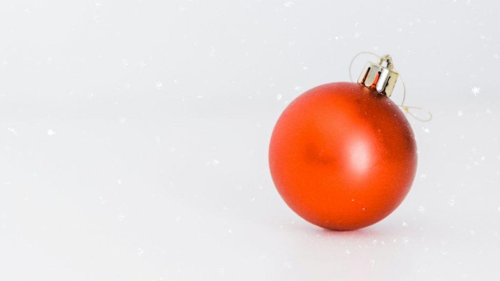 5 x kerstballen in coronathema, aangezien alles dat toch al is