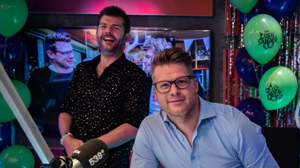Coen Swijnenberg viert 16 jaar 'radiohuwelijk' met Sander Lantinga