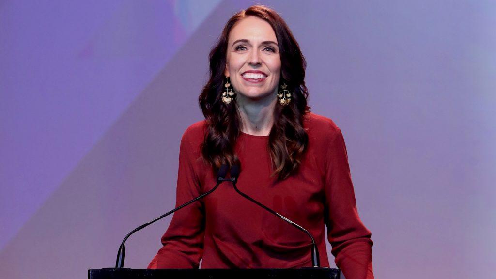 Jacinda Ardern lijkt verkiezingen Nieuw-Zeeland ruimschoots te winnen
