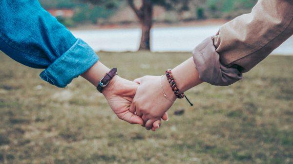 Luka's dilemma_ 'Mijn vriendin gelooft in complottheorieën en zet onze vriendschap op scherp'