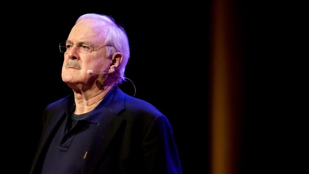 John Cleese haalt uit naar politiek correcte mensen: 'Zielig'