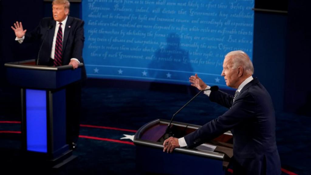 trump biden debat microfoon