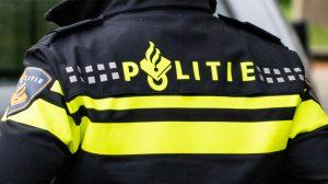 Politie bekeurt feestende jongeren in sauna op wielen in Hengelo