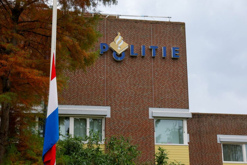 Vlaggen halfstok bij politiebureaus om verongelukte agent