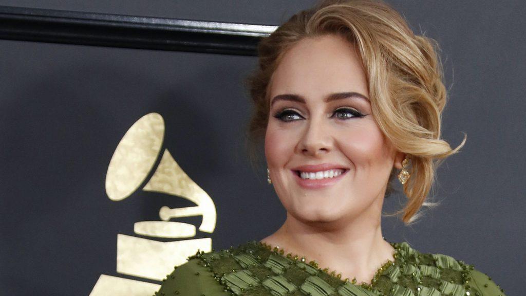 Adele vol grappen in 'Saturday Night Live': 'Ik heb de helft van mezelf meegenomen'