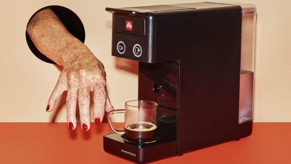 Ga voor design op het aanrecht met deze illy koffiemachine