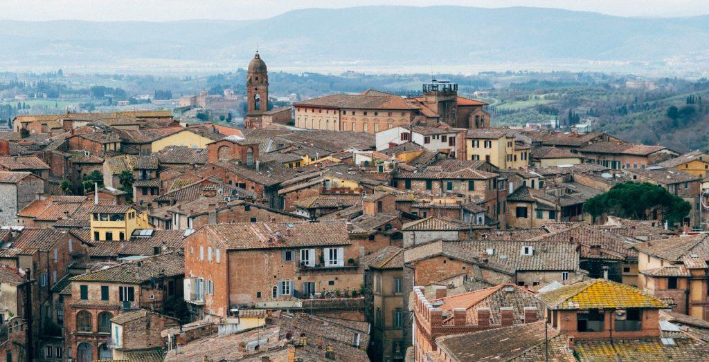 italiaans stadje biedt geld inwoners